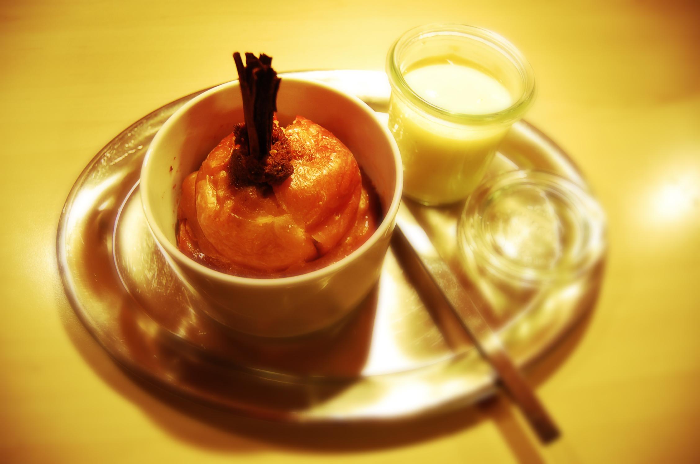 Bratapfelkuchen mit Vanillesoße